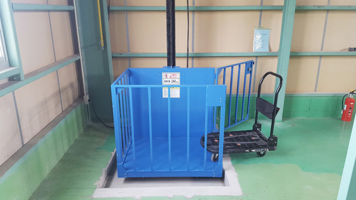 小型リフトを工場に設置/大阪府Fさま