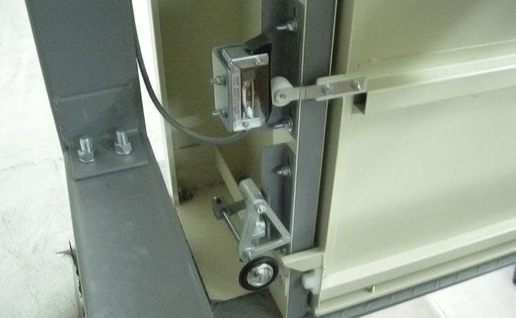 カゴロックS/Wとドアロック装置