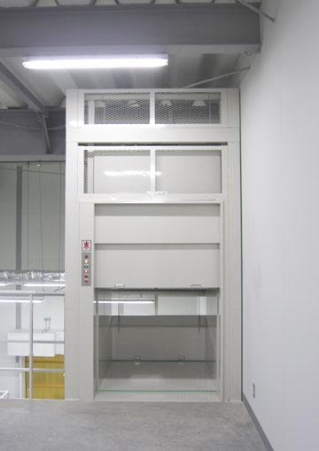 荷物用リフト2階から撮影