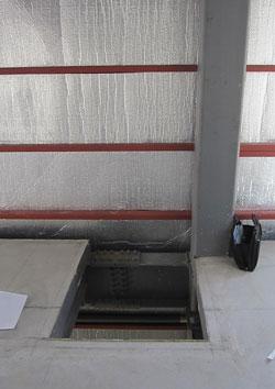 小荷物専用昇降機の開口