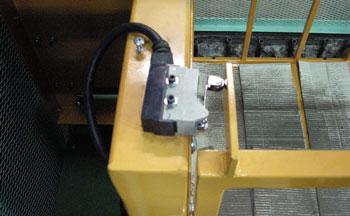 荷台の扉感知装置