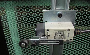 昇降路扉のドアリミットスイッチ