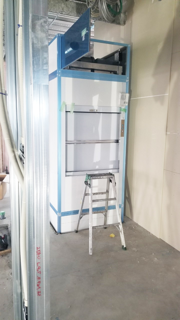 設置前の小荷物専用昇降機