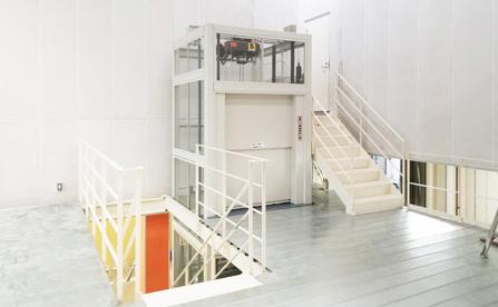簡易リフト・埼玉県の倉庫