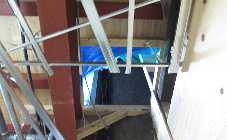1階から見上げた開口部