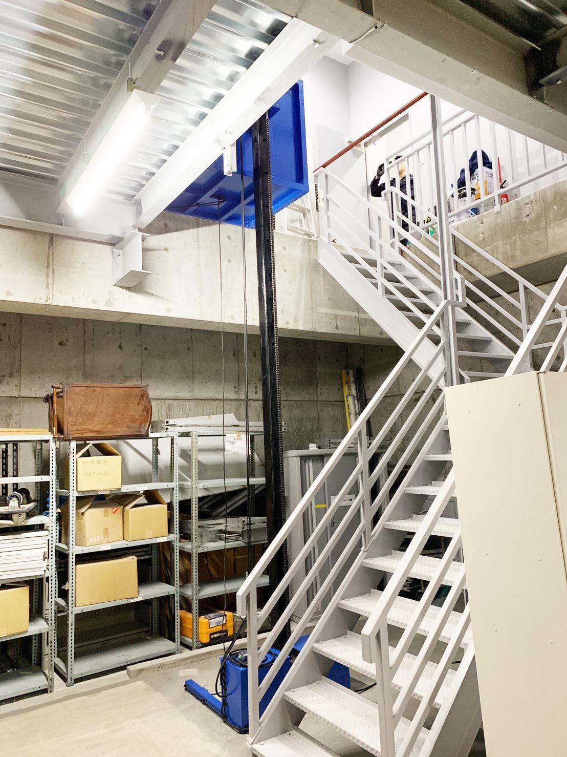 地下1階の階段付近に設置