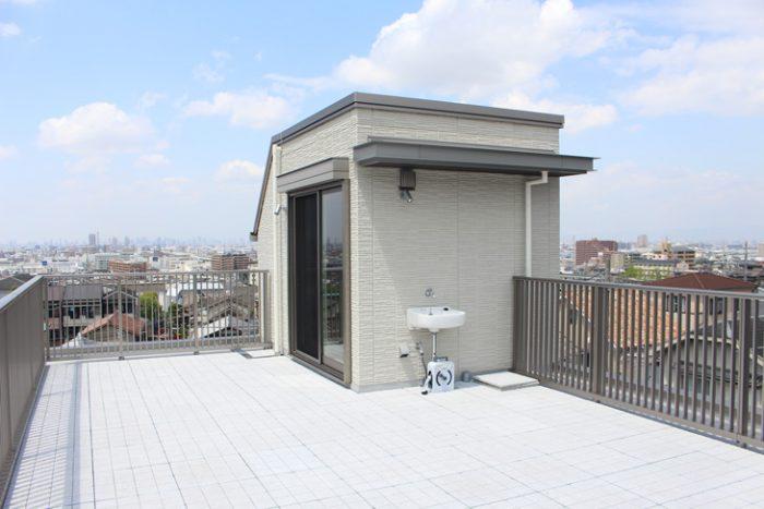 屋上にある塔屋のイメージ