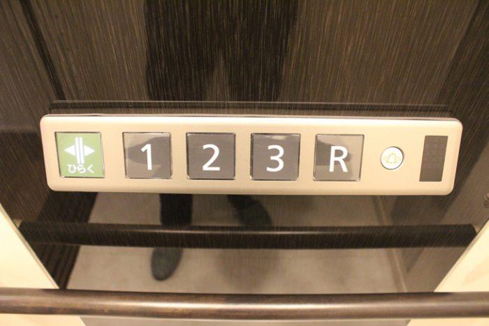 屋上階の表示「R」のイメージ