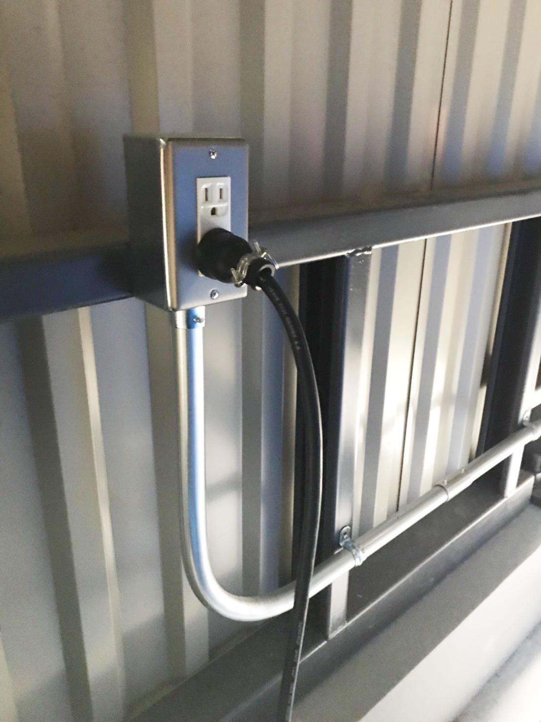 家庭用コンセント(AC100V)で使用できます
