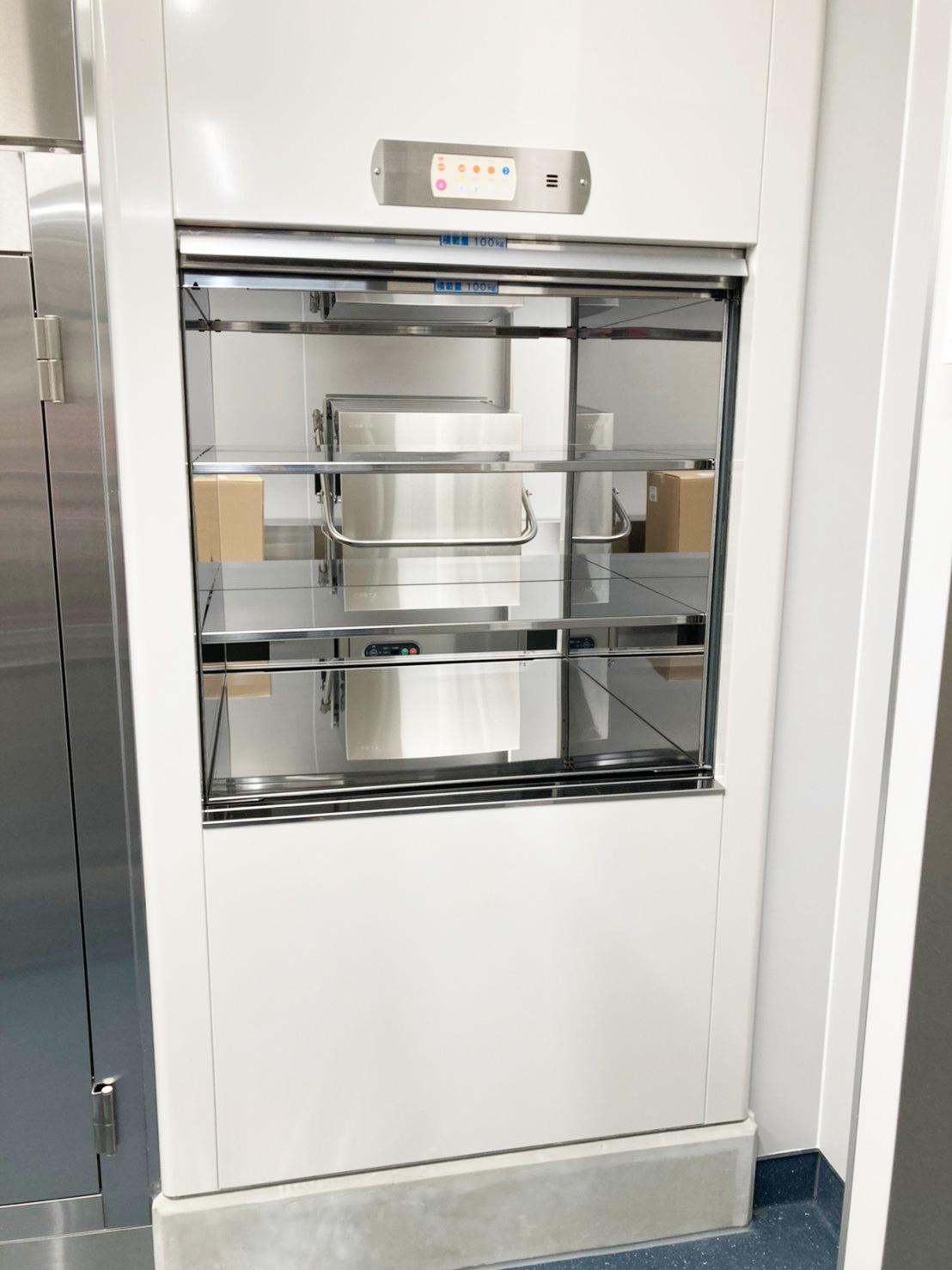 1階に設置した小荷物昇降機(調理場側)